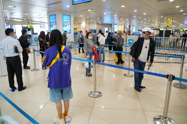 Chuyến bay tăng trở lại, sân bay Nội Bài thực hiện giãn cách ra sao? - Ảnh 1.
