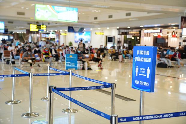 Chuyến bay tăng trở lại, sân bay Nội Bài thực hiện giãn cách ra sao? - Ảnh 3.