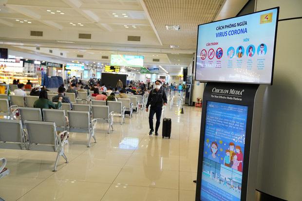 Chuyến bay tăng trở lại, sân bay Nội Bài thực hiện giãn cách ra sao? - Ảnh 5.