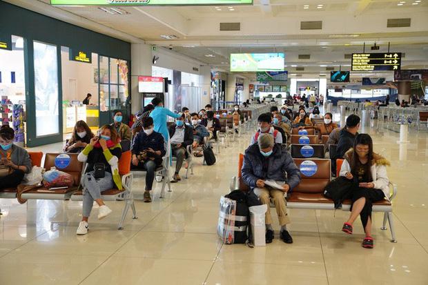 Chuyến bay tăng trở lại, sân bay Nội Bài thực hiện giãn cách ra sao? - Ảnh 6.