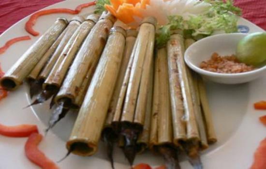 Đặc sản Cần Thơ: Cá kèo nướng ống sậy Đặc sản Cần Thơ: Cá kèo nướng ống sậy